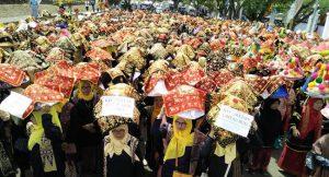 ribuan-urang-makan-bajamba-di-batusangka-dalam-festival-pesona-budaya-minangkabau